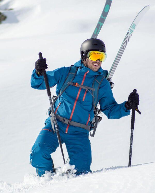 Aktivfoto der wasserdichten Hardshelljacke in Gargellen, am Skitouren