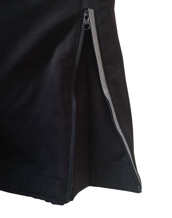 Detailbild von einem Beinabschluss der Tourenhose No Limit. Der Beinabschluss ist durch einen Reißverschluss verstellbar und enthält einen Windfang