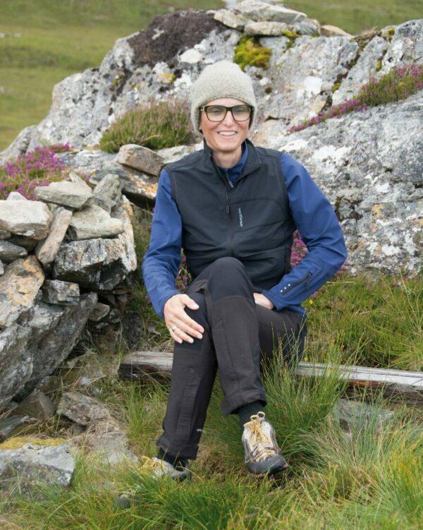 Wandern mit Outdoorhose und winddichtem Gilet