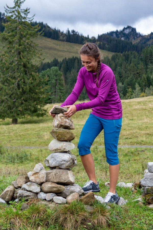 Titelbild Sportbekleidung Damen. Alles für die sportliche Frau. Hosen, Shorts, Jacken, Shirts und Pullovers. Zum wandern, biken und skitouren.