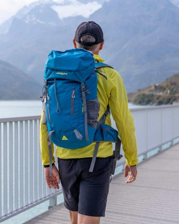 Spaziergang am Silvrettastausee mit dem Rucksack Terra