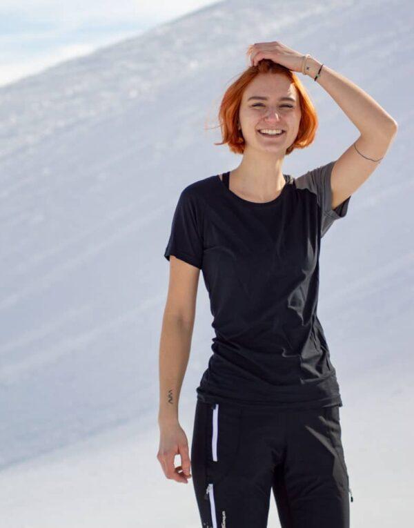 Aktivbild im Schnee von Wanderung mit Shirt Piona lady