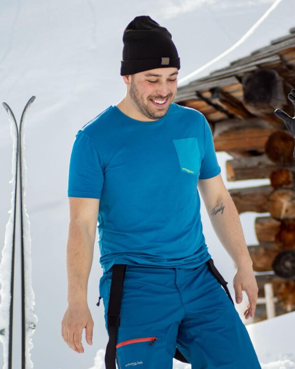 Skitag in Gargellen, Vorarlberg mit dem bequemen Funktionsshirt Piona für Herren mit TENCEL™-Fasern