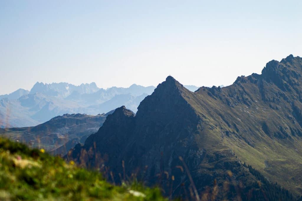 Titelbild für Blogbeiträge zum Thema Wandern, Outdoor-Sport und -Bekleidung.