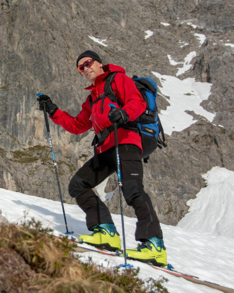 Alpine Skitourenhose. Skitour in Zürs am Arlberg