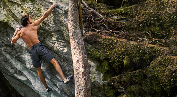 Titelbild Herren-Sportbekleidung entwickelt in Hohenems: Klettern, Mountainbiken und Wandern